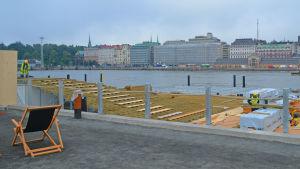 Byggnadsarbete vid havsbassängen Allas pågår.