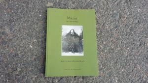 """Matilda Södergrans bok """"Maror (ett sätt åt dig""""."""