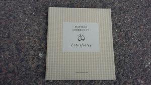 """Matilda Södergrans bok """"Lotusfötter""""."""
