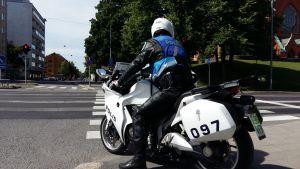 Motorcykelpolis i Åbo.