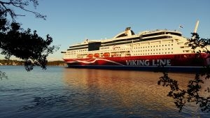 Viking Grace utanför Beckholmen i Åbo.