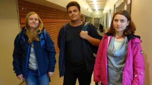 Tre elever i Tölö gymnasium.