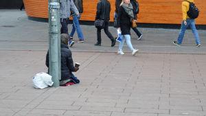 Tiggare på Narinkens torg i Helsingfors
