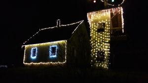 Julbelysning vid hus i Tarkis i Borgå.
