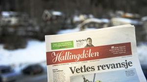 Ett exemplar av den norska lokaltidningen Hallingdølen.