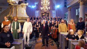 De medverkande i kyrkospelet Jeriko tackar publiken