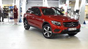 Nya Mercedes-Benz GLC stadsjeepen vid Nystads bilfabrik.