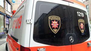Ambulans på gågatan i Åbo.