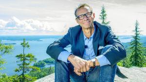 Mikä meillä onn alkuperäistä ja ainutlaatuista? Juhani Seppäsen juontama sarja suomalaisuudesta.