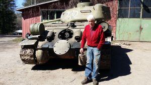Gunnar Baarman framför sin tanks
