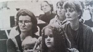 Svartvitt foto av kvinnor på seminarium
