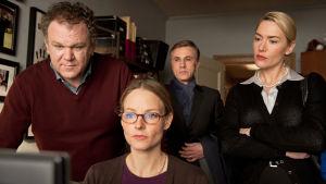 Kuvassa vas.: Michael Longstreet (John C. Reilly), Penelope Longstreet (Jodie Foster), Alan Cowan (Christoph Waltz) ja Nancy Cowan (Kate Winslet)