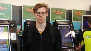 Tim Kari kommenterar spelmonopolet i Finland.