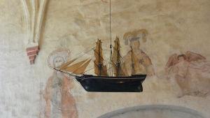 Båten i Pyttis medeltida kyrka