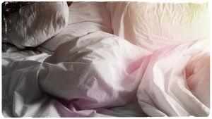 Kuvituskuva: Peittoja ja tyynyjä.