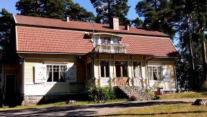 Biblioteket i Bromarv.
