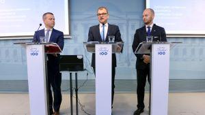 Petteri Orpo, Juha Sipilä och Sampo Terho presenterar budgetförslaget.