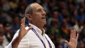 Ettore Messina är tränare för Italiens basketherrar.