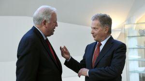 USA:s vice utrikesminister Thomas Shannon i samtal med president Sauli Niinistö.
