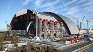 Tshernobylin ydinvoimalaonnettomuuden jälkeen voimala peitettiin pikaisesti betonikuorella, joka on nyt rapautunut.