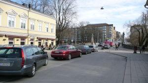 Bassihuset och Aurabron i Åbo.