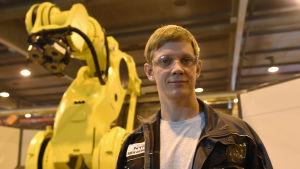 Robotansvarige Simon Grönqvist har jobbat med robotprojektet i ett år.