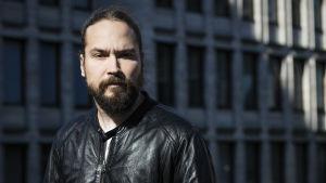 Kirjailija Jukka Viikilä Tanssiva karhu -raadin puheenjohtajaksi