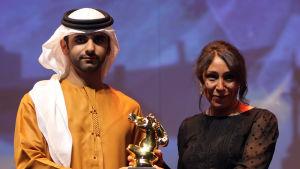 Prisbelönta saudiarabiska regissörer som Haifaa Al-Mansour (till höger) hoppas snart kunna visa sina filmer på biografer i sitt hemland. Hennes film Wajda är den första saudiarabiska filmen som har Oscar-nominerats