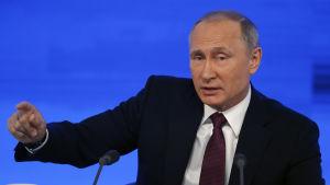 Rysslands President Vladimir Putin håller tal under sin årliga stora presskonferens.