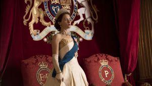 Claire Foy i rollen som Elizabeth II i Netflix-serien The Crown.