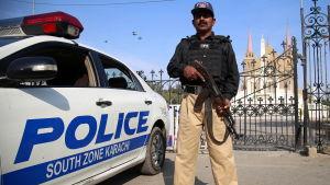 Säkerheten kring kyrkor i Pakistan har skärpts ytterligare inför julhelgen