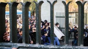 Studenter drabbar samman med kravallpolis i centrum av Teheran