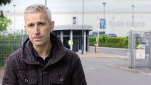 BBC:n toimittaja Richard Bilton tutkii Britannian arvostetuimman yhtiön toimintaa maailmalla.