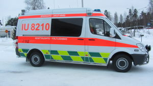 Ambulans i snöigt landskap