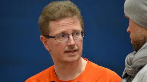 Glenn Lignell är tränare för spjutkastaren Oliver Helander.