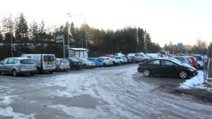 Anslutningsparkeringen vid västra infarten i Borgå är ofta fullsatt