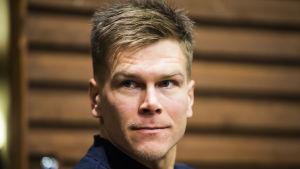 Matias Strandvall under en presskonferens.