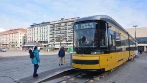 Spårvagn på Salutorget i Åbo.