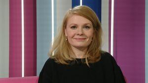 Kirjailija, ohjaaja Saara Turunen Puoli seitsemän -ohjelmassa