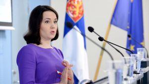 Sanni Grahn-Laasonen på presskonferens 12.4.2018.