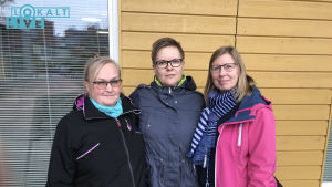 Bild på tre damer