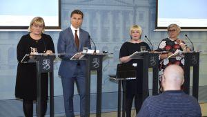 Pirkko Mattila, Antti Häkkänen, Annika Saarikko, Anu Vehviläinen på presskonferens i Helsingfors.