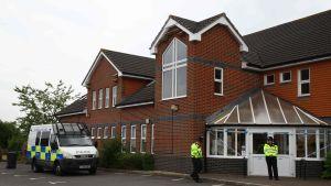 Poliser utanför baptisternas samlingslokal i Amesbury på onsdagen.