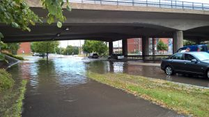 Översvämning under Aningaisbron i Åbo.