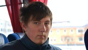 Närbild på Andreas Djupsjö på buss från Ekenäs.
