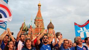 Franska fotbollsanhängare i Moskva.