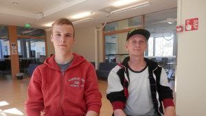 Sebastian Östman och Mathias Åstrand är finskspråkiga men studerar vid Optima