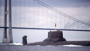 Den ryska atomubåten Dmitrij Donskoj passerar Danmark.