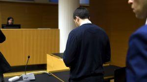 En av de åklagade i Terrorismrättegången i Helsingfors tingsrätt den 5.12.2017.