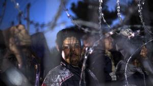 Afghanska flyktingar strandade i Grekland vid gränsen mot Makedonien.